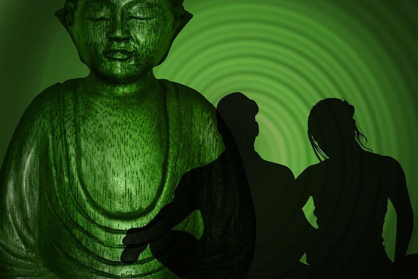 yoga, lernen - grüner Buddha im Hintergrund